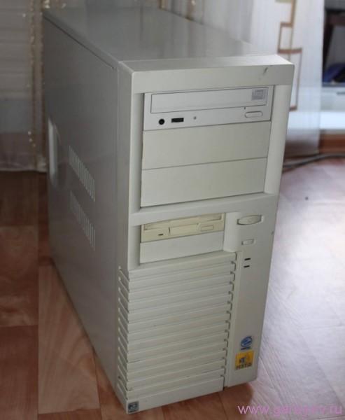 системник выдаёт сигналы BIOS через встроенные динамики